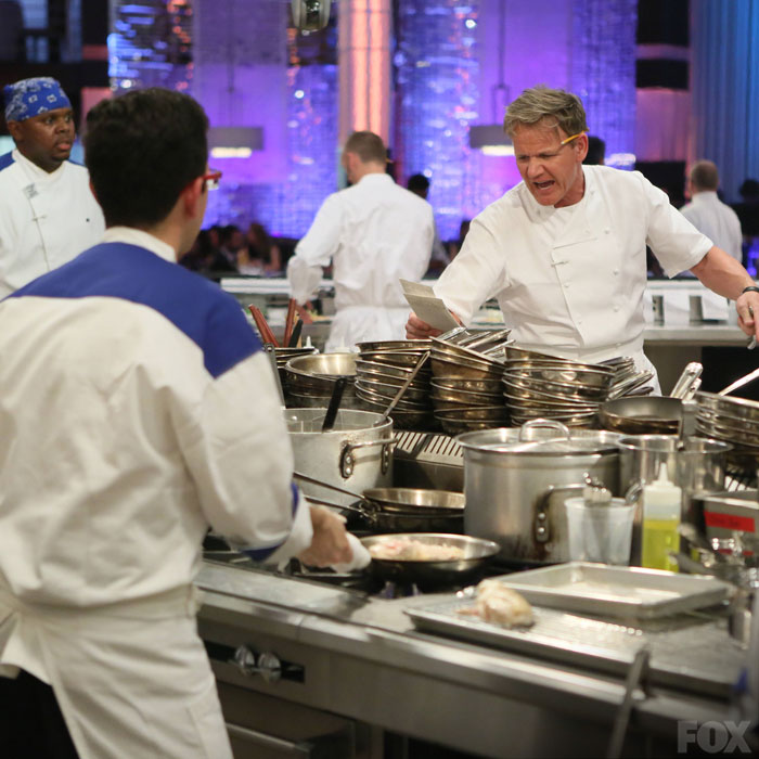 Hels Kitchen: Chef Ramsay Yells Out Orders To The Blue Team During