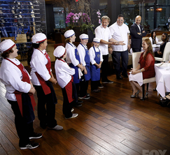 The diners are introduced to the chefs who prepared their lunch!